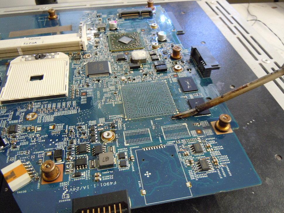 Подготовка платы для пайки нового графического чипа