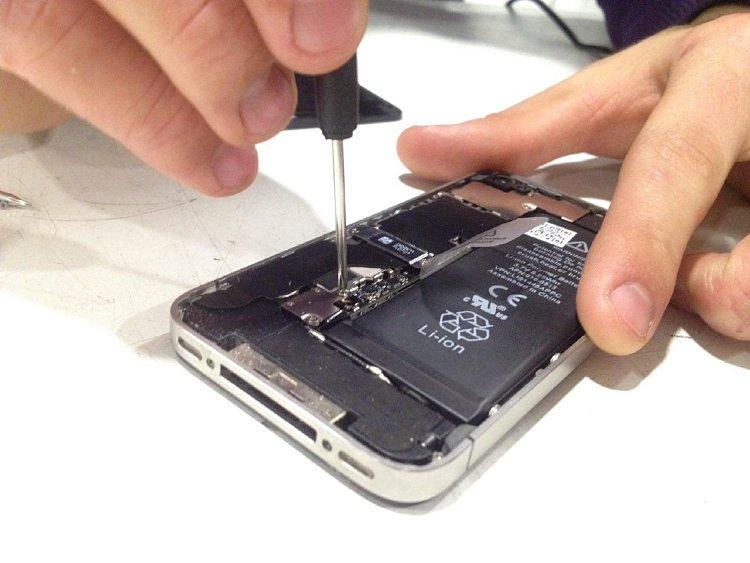 iphone 4 плохо ловит сеть после замены дисплея